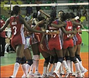 La nueva generación de Morenas del Caribe festejan su primer triunfo en la temporada. (Foto: NORCECA)