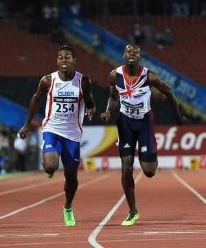 Reynier Mena, derecha, Bronce en los 100m de Donetsk