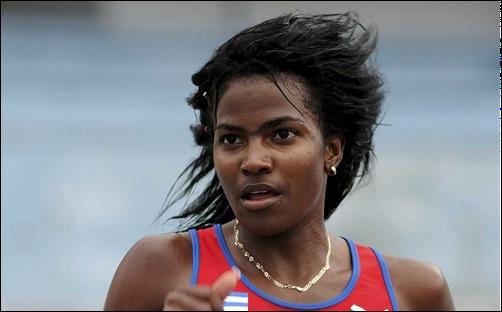 Dailín Belmonte, ganadora de los 10.000 mts final Copa Cuba 2014, en el Estadio Panamericano de La Habana. FOTO: Raúl Pupo.