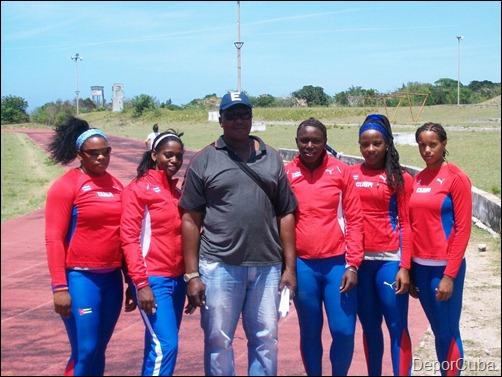women hammer throw team