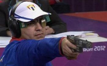 El pistolero rápido Leuris Pupo, nuestra principal carta de triunfo en el tiro, se agenció tres oros y una plata en Cartagena de Indias 2006.