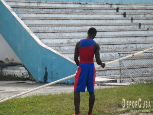 Atletas cubanos se alistan para temporada 2015