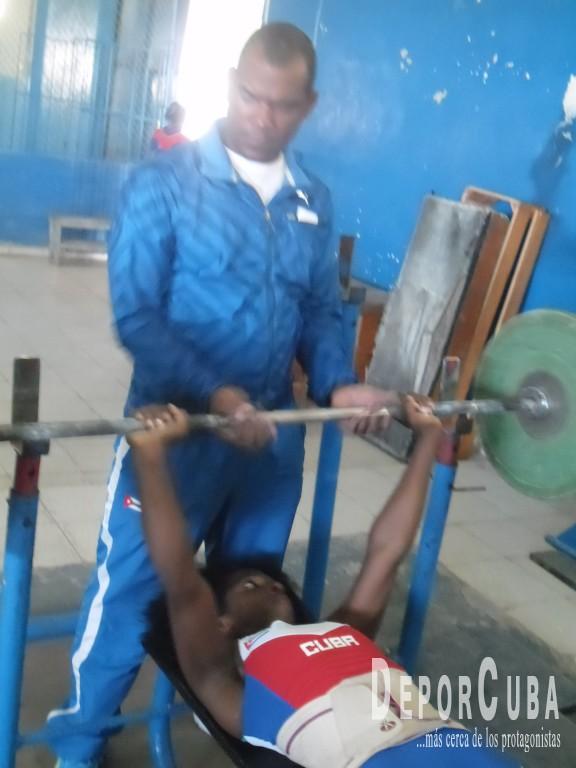 Yarisley Silva cumple ejercicios de su rutina