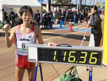 Yusuke Suzuki (1:16:36)  qubro el record mundial de los 20 KM marcha