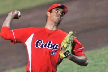 Hector Mendoza lanzador debutante en el equipo cuba cerrador de mas de 90 millas