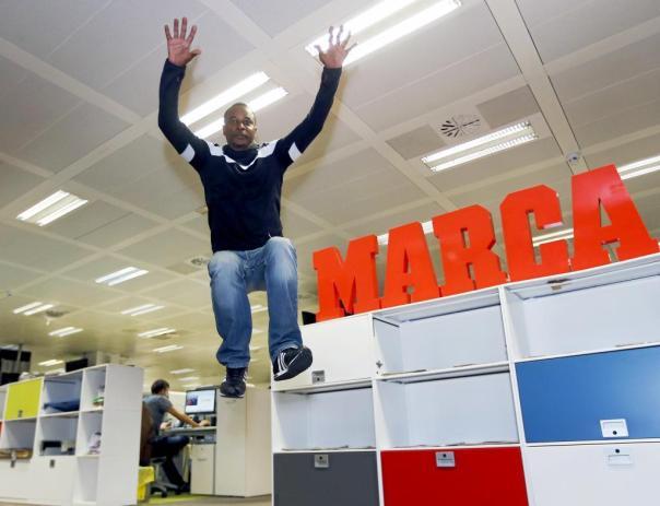Pedroso realiza un salto en MARCA. JOSE A. GARCIA MARCA