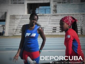 Mabel Gay aconseja a Davisleidis Velazco_salto triple_deporcuba