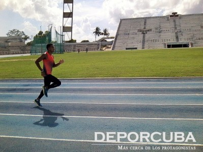 Roberto Skyers-200-4x100 Cuba_Rio_Deporcuba (2)