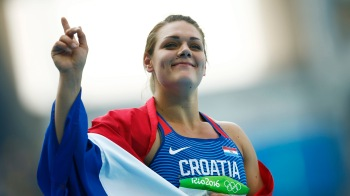 . Rio De Janeiro (Brazil), 16/08/2016.- Sandra Perkovic of Croatia celebrates after winning the women's Discus Throw final of the Rio 2016 Olympic Games Athletics, Track and Field events at the Olympic Stadium in Rio de Janeiro, Brazil, 16 August 2016. (Croacia, Atletismo, Brasil) EFE/EPA/YOAN VALAT