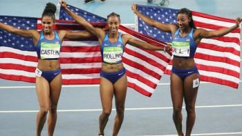 JJOO821. RÍO DE JANEIRO (BRASIL), 17/08/2016.- (i-d) Kristi Castlin (bronce), Brianna Rollins (oro) y Nia Ali (plata) celebran hoy, miércoles 17 de agosto de 2016, durante la prueba de atletismo de 100m con vallas en la final de las Olimpiadas Río 2016, en el estadio Olímpico de Río de Janeiro (Brasil). EFE/Antonio Lacerda