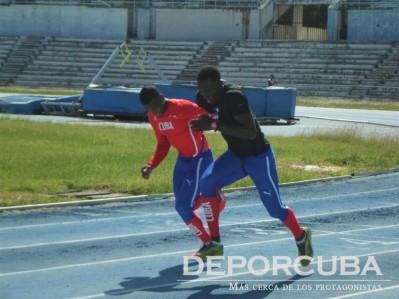 Equipo cubano de relevo 4x400 (Lescay y Pellicier)