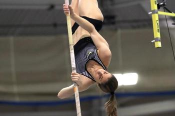 Ekaterini Stefanidi en el New Balance Grand Prix de Boston/DeporCuba