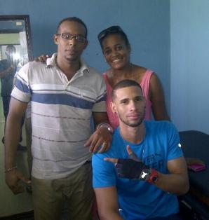 Sergio ha tenido la atención de primera mano de los directivos del atletismo cubano/ Yipsi Moreno y el fisioterapeuta lo visitan