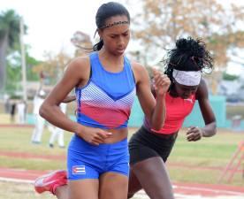 Roxana Gomez gana 400m sobre Gilda Casanovaby Ricardo López Hevia_Deporcuba