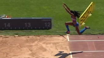 Davisleydi Velazco saltando 13.78 editada